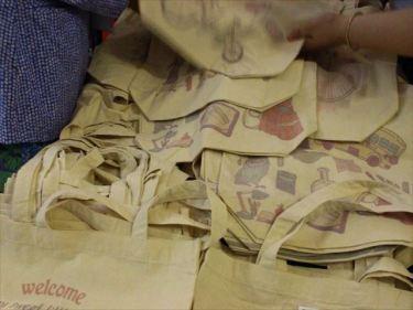 ナップサック、トートバッグ、シューズ袋などのベトナムからの輸入、買付け、仕入れはベトナム仕入れ.com まで