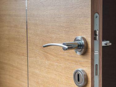 木製ドア、木製扉、木製家具などのベトナムからの輸入、買付け、仕入れはベトナム仕入れ.com まで