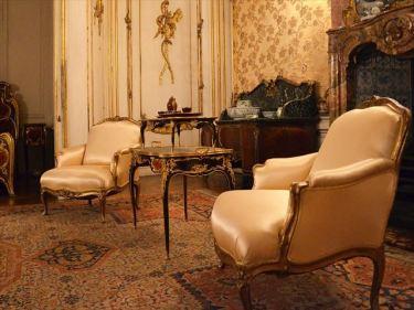 洋式家具などのベトナムからの輸入、買付け、仕入れはベトナム仕入れ.com まで